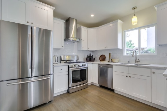 5633-fountain-ave-Modern-Kitchen