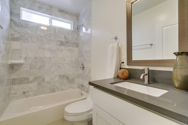5633-fountain-ave-Modern-Bathroom